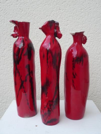 Bouteilles ivres rouges par Pascale Elghozi