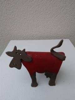 Sculpture vache en terre par Pascale Elghozi