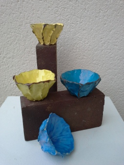 Bols jaunes bleus pascale elghozi sculpture